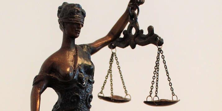 Justizia Gericht Urteil